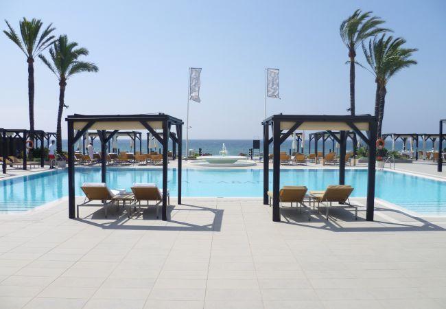 Villa in Marbella - 20600 - LUXURIOUS BEACHSIDE VILLA NEAR MARBELLA