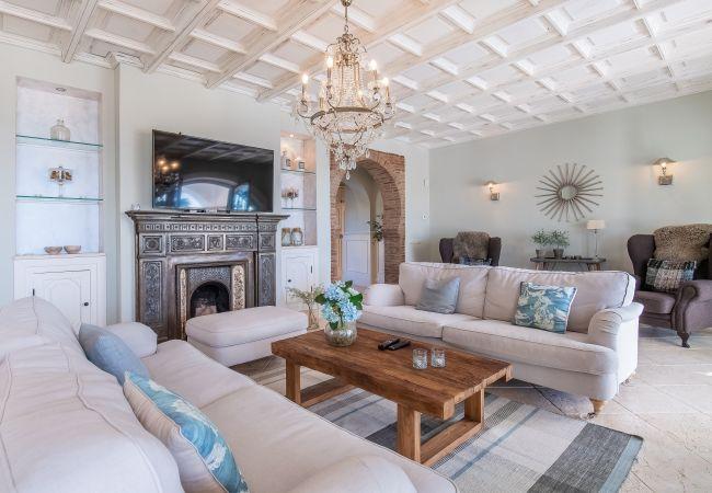 Villa in Marbella - 18024 - SUPERB VILLA NEAR BEACH WITH HEATED POOL*