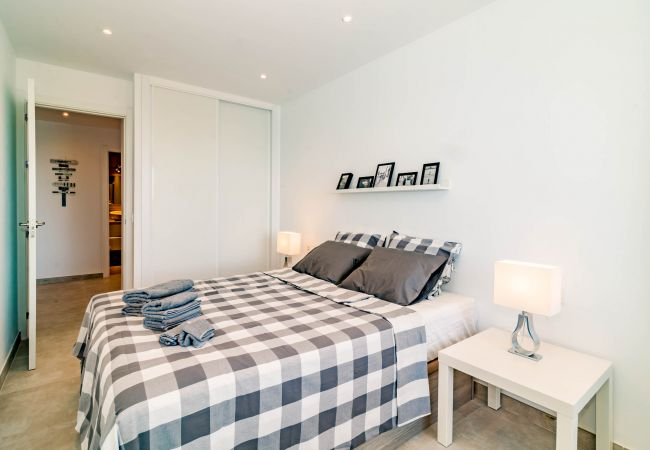 Apartment in Estepona - CP1 - Modern Beachfront 2-Bedroom Apartment