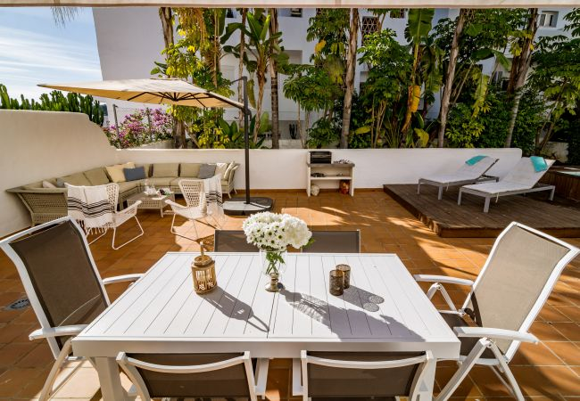 Terrace of 2 Bedroom Holiday Apartment with Pool and terrace in Estepona -GH