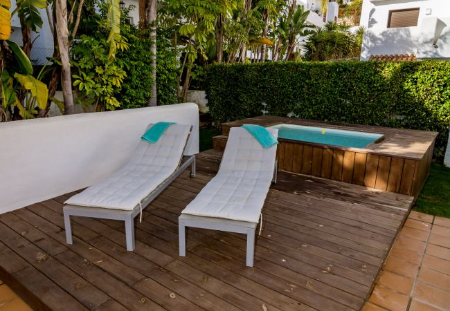 Sunbathing area for 2 Bedroom Holiday Apartment with Pool and terrace in Estepona