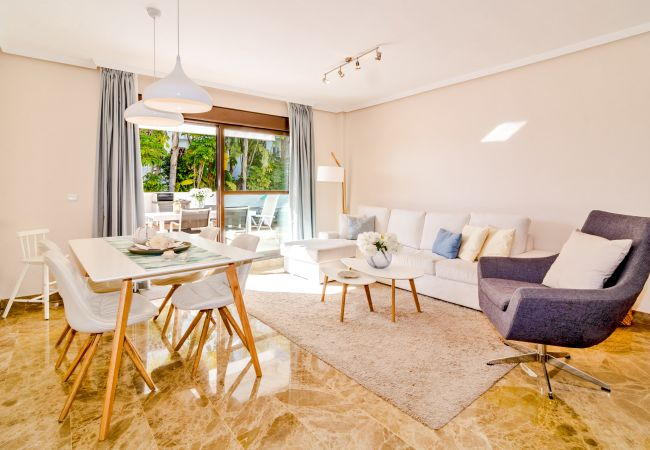 Living room of 2 Bedroom Holiday Apartment with Pool and terrace in Estepona