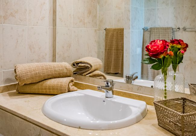 Bathroom of 2 Bedroom Holiday Apartment with Pool and terrace in Estepona