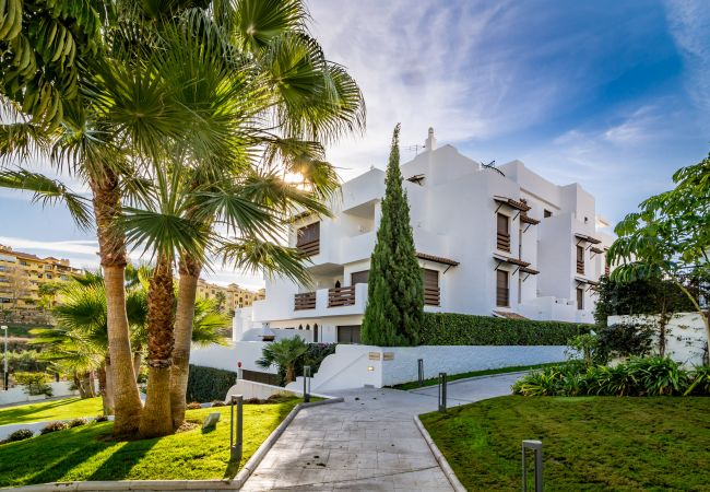 Garden of 2 Bedroom Holiday Apartment with Pool and terrace in Estepona