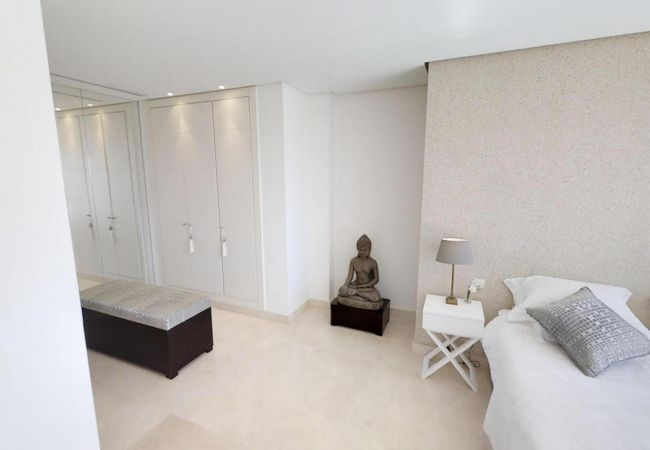 Apartment in Marbella - 29113-OUTSTANDING PENTHOUSE NEAR PUERTO BANUS