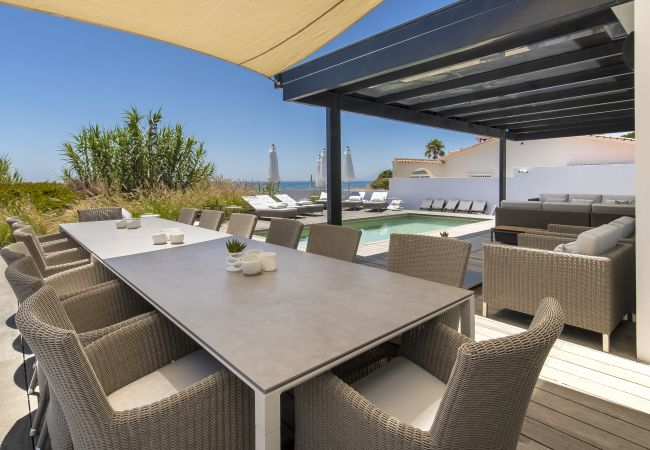Villa in Marbella - 21220 BREATH TAKING FRONT LINE BEACH VILLA