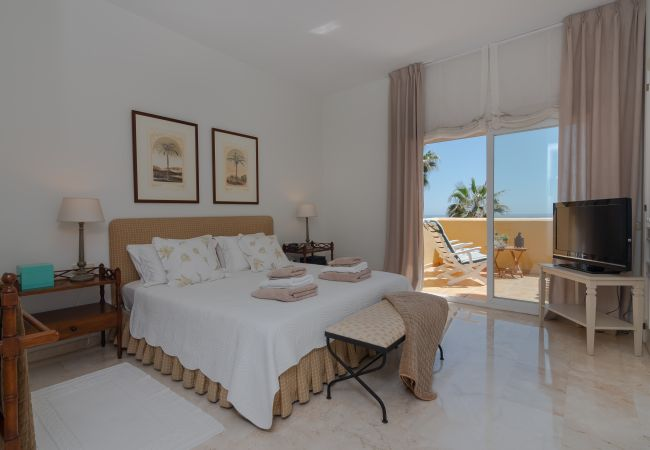Apartment in Marbella - 18166 - SUPERB FRONT LINE LOCATION - HEATED POOL