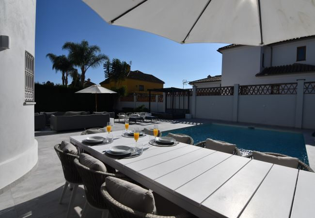 Villa in Marbella - 10054 - LUXURIOUS BEACH SIDE VILLA
